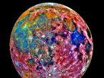 Una imagen de la Luna tomada por la sonda 'Galileo'. Los colores añadidos representan los diferentes materiales que componen en satélite.