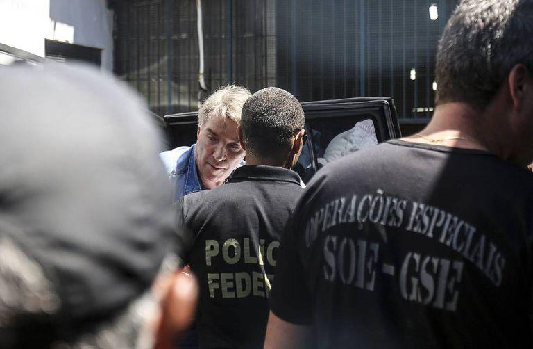 O empresário Eike Batista chega a presídio no Rio.