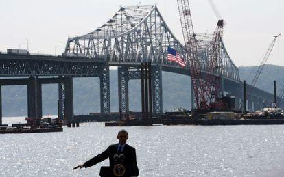 Obama diante da ponte Tappan Zee.