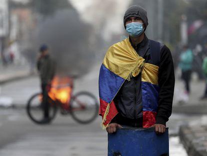 Protesto contra aumento de impostos de serviços públicos, combustível, salários e pensões em Bogotá, junho de 2021.