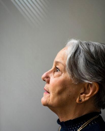 Lélia Wanick Salgado, esposa e parceira profissional do fotógrafo Sebastião Salgado, retratada no estúdio deles em Paris.