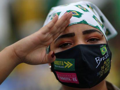 Apoiadora do presidente Jair Bolsonaro em protesto contra o STF em Brasília, no dia 9 de maio.