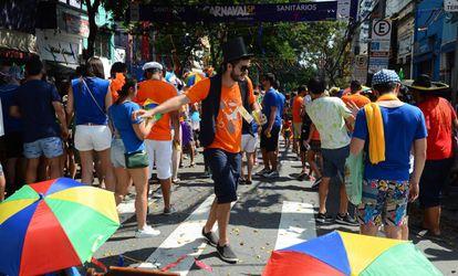 Folião brinca nas ruas de São Paulo neste fim de semana.