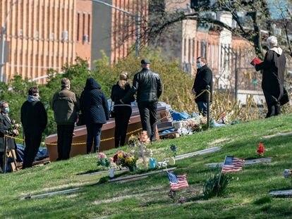 Funeral no The Green-Wood Cemetery, no Brooklyn, em Nova York, neste sábado.