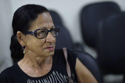 Delsimara Moreira, moradora de Governador Valadares, tenta na Justiça receber uma indenização maior da Samarco por ter ficado sete dias sem água após o rompimento de Fundão.