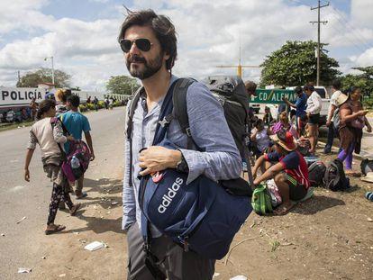 Juan Moreno, fotografado no sul do México, durante a realização da reportagem sobre a caravana migratória que fez o escândalo eclodir