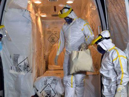 Ambulância que transportou o paciente suspeito de ebola.