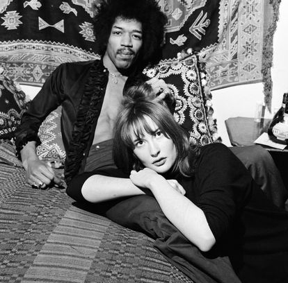 O músico com Kathy Etchingham, em Londres, em janeiro de 1969.