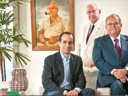 O clã Odebrecht: Norberto (ao fundo), Marcelo (à esquerda) e Emílio à direita. Empresa foi alvo da Lava Jato