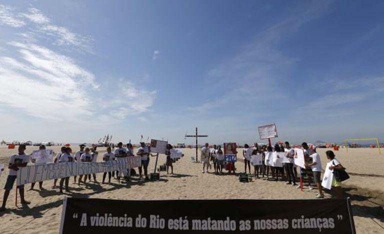 Protesto da ONG Rio da Paz em Copacabana.