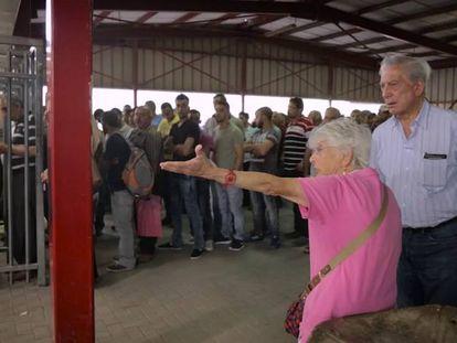 Mario Vargas Llosa, durante sua viagem à Cisjordânia.