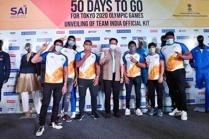 Delegação da Índia com seu uniforme olímpico.