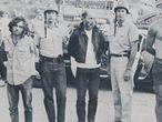 Momento de la detención de Charles Manson (a la izquierda) y algunos de sus secuaces, en el Rancho.