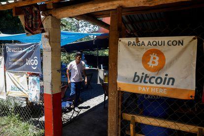 Un pequeño restaurante en la playa de El Zonte, en Chiltiupan (El Salvador), que acepta bitcoins en una foto del 8 de junio.