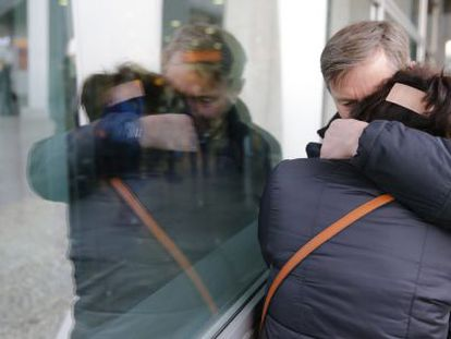 Familiares de passageiros do voo russo que caiu no Egito.
