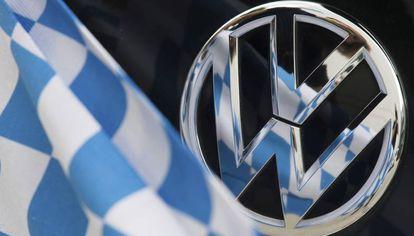 O logo da Volkswagen.