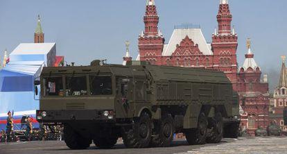 Imagem da plataforma de mísseis Iskander em Moscou.