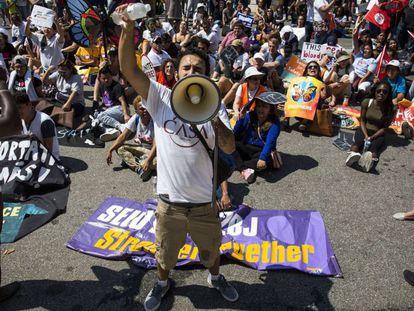 Manifestação em frente a Casa Branca, na terça-feira, dia 5