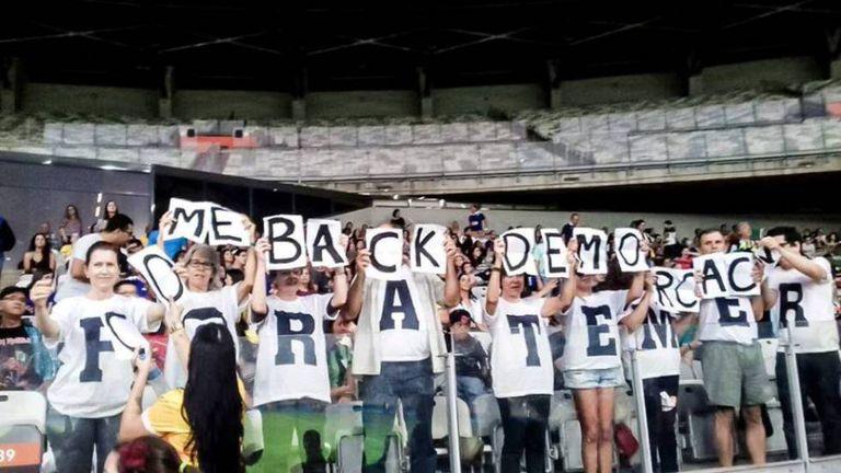 Protesto contra Governo Temer no Mineirão, neste sábado.