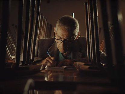 """Cena do documentário 'Agente Duplo"""", indicado ao Oscar 2021."""