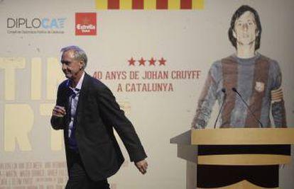 Cruyff, após uma coletiva de imprensa.