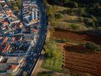 Aerial view of the Vila Formosa Cemetery during the coronavirus COVID-19 pandemic, in the outskirts of Sao Paulo, Brazil on July 20, 2020. - Brazil raised its record number of coronavirus deaths over to 80.000, as the pandemic that has swept across the world hits Brazil with its full force. (Photo by FERNANDO MARRON / AFP)