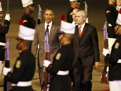 Obama, recebido pelo presidente do Panamá, Álvaro Alemão.