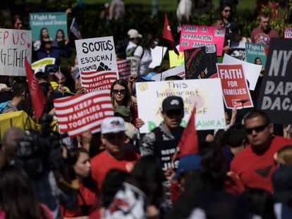 Concentração na Suprema Corte em favor da reforma de Obama.