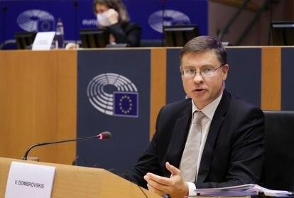 O comissário de Comércio, Valdis Dombrovskis, no Parlamento Europeu em 2 de outubro.