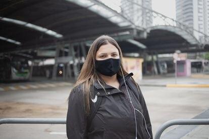 Gabriela Mourato precisar usar três transportes públicos diferentes para chegar ao banco em que trabalha.