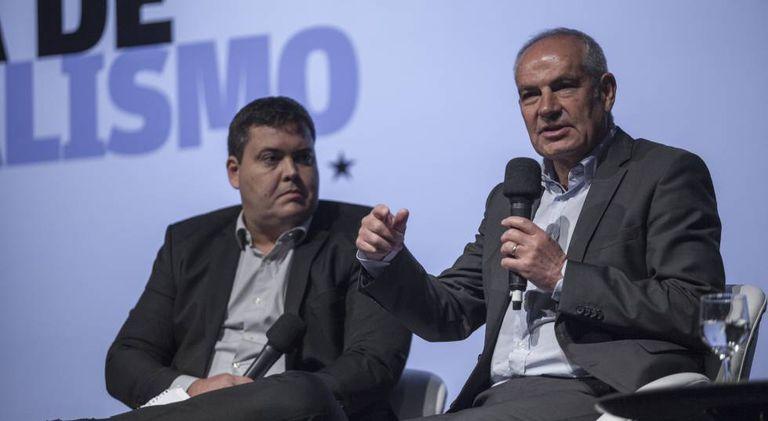 Antonio Caño, na direita, junto ao secretário de redação da 'Folha', Roberto Dias.