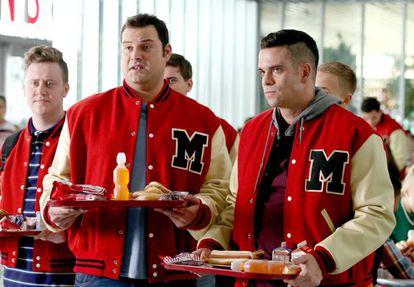 Mark Salling, à direita da imagem, em um fotograma da sexta temporada de 'Glee'.