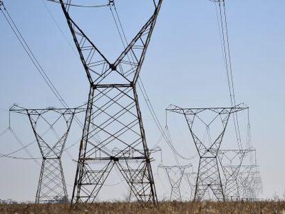 Linhas de transmissão energética.