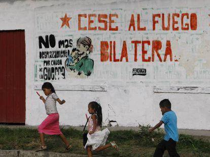 Nos povoados e campos do departamento colombiano de Cauca, golpeado muitos anos pela guerra, a paz enche de esperança quem sofreu com o conflito.