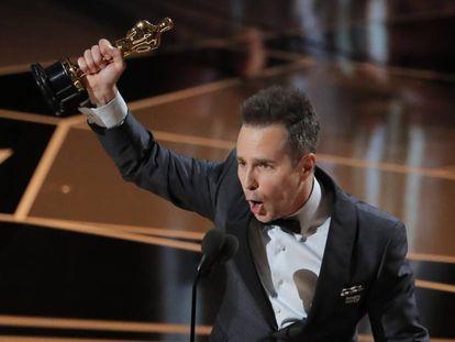 Sam Rockwell comemora o Oscar 2018 de Melhor Ator Coadjuvante.