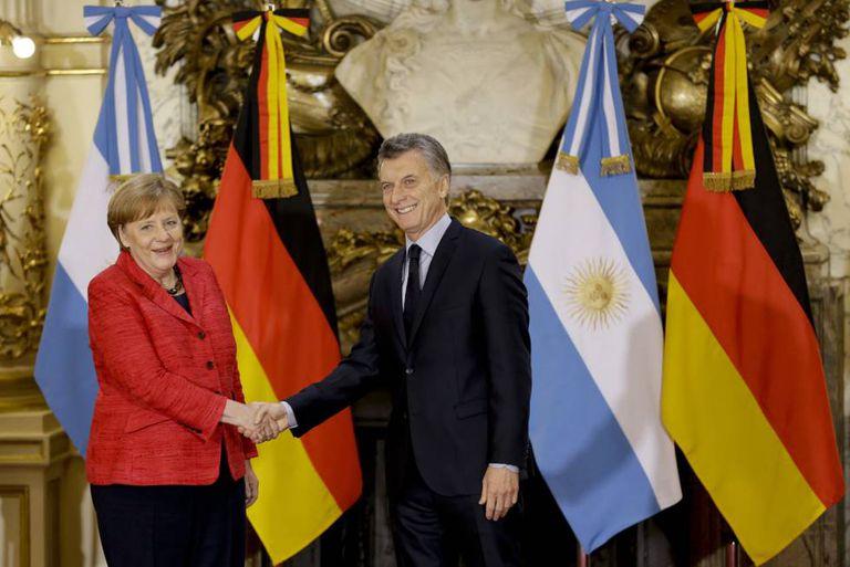 O presidente da Argentina, Mauricio Macri, recebe na Casa Rosada a chanceler alemã, Angela Merkel.