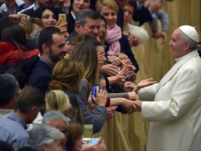 Papa nesta quinta-feira com funcionários do Vaticano.