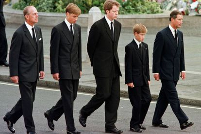 O duque de Edimburgo no cortejo fúnebre de Diana