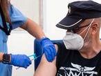 COMUNIDAD VALENCIANA VALENCIA, 24/03/2021.  La Comunitat Valenciana reinicia la vacunación con AstraZeneca, con su administración a docentes, policías y personal de protección civil en el hospital de campaña de La Fé de Valencia.  FOTO: MÒNICA TORRES/EL PAIS