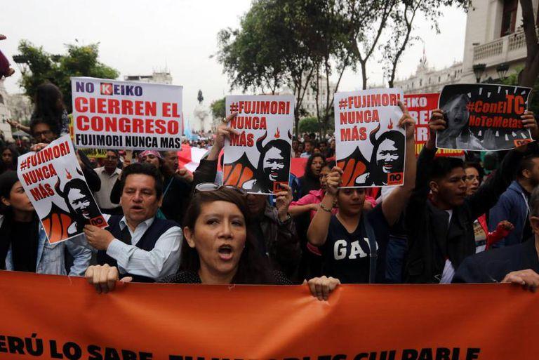 Protesto contra a destituição de Pedro Pablo Kuczynski.