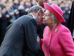 El duque de Kent recibe a Isabel II en el Wellington College de Crowthhorne (Reino Unido) el 31 de mayo
