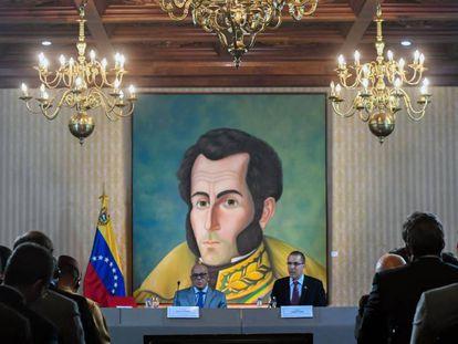O ministro venezuelano das Comunicações, Jorge Rodríguez, e o chanceler Jorge Arreaza