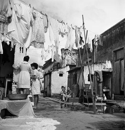Cortiço no bairro do Brás, São Paulo, 1947.
