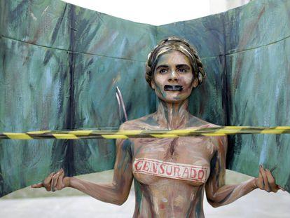 Manifestante em ato contra a censura na cultura em 11 de outubro no Rio de Janeiro.