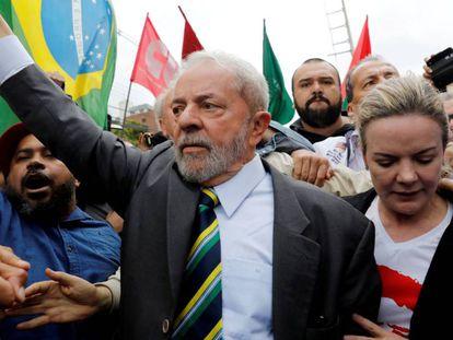 Lula e Gleisi antes de ex-presidente prestar depoimento a Moro em Curitiba no dia 10 de maio de 2017