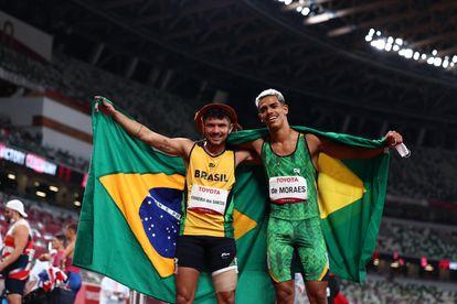Thomaz De Moraes celebra sua prata.