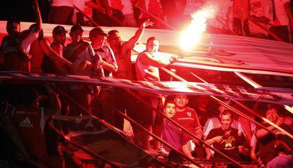 Torcedores do River Plate durante um jogo.