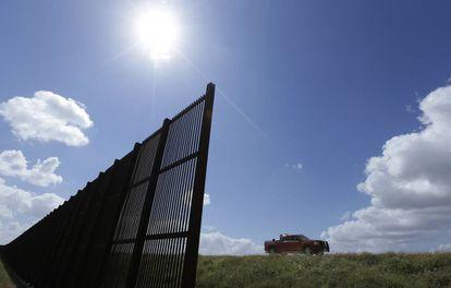Cerca na fronteira entre Estados Unidos e México vista a partir de Brownsville (Texas).