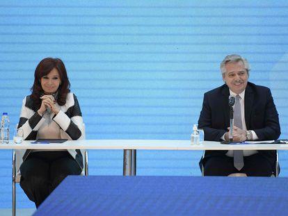 O presidente da Argentina, Alberto Fernández, e sua vice, Cristina Fernández de Kirchner, durante o anúncio da reestruturação da dívida externa, em 31 de agosto em Buenos Aires.