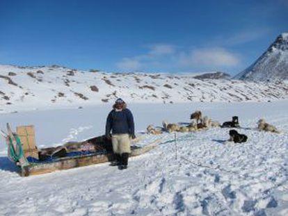 Um inuit na Groenlândia.